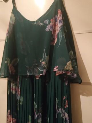 yeşil pileli elbise