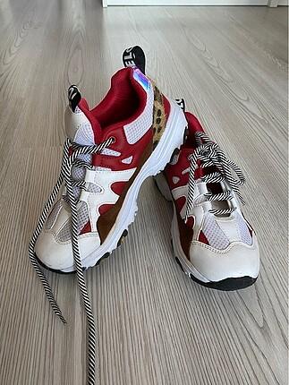 Temiz spor ayakkabı