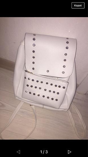 Beyaz sırt çantası