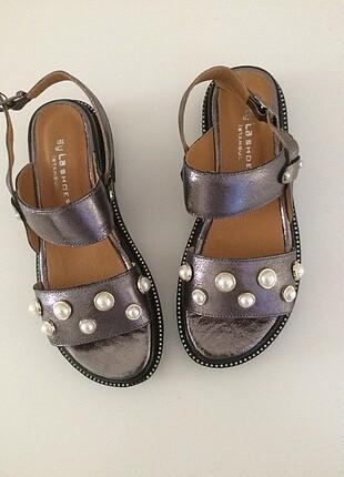 By La Shoes şık rahat gümüş.Tam kalıp.