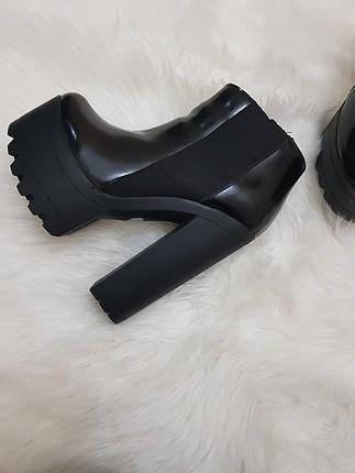 siyah bot topuk boyu