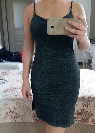 gri simli askılı elbise