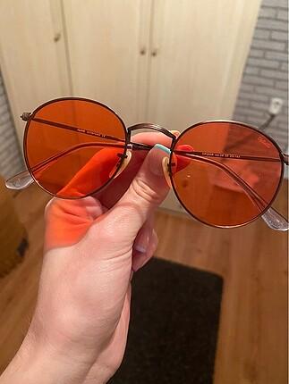 kırmızı güneş gözlüğü