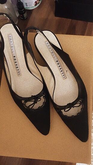 Siyah kısa topuk ayakkabı