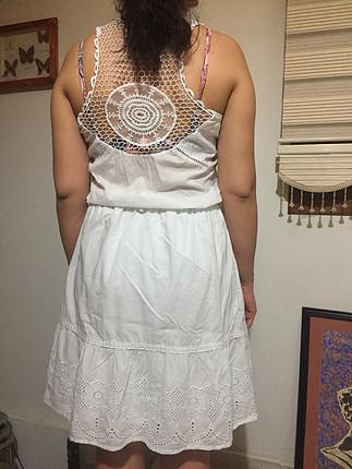 Beyaz sade elbise