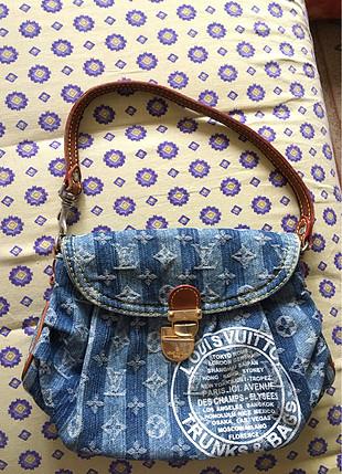 Louıs Vuitton el çantası