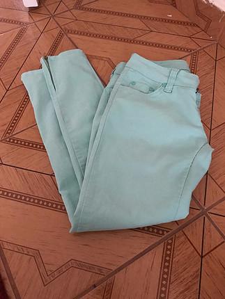 Su yeşili pantolon