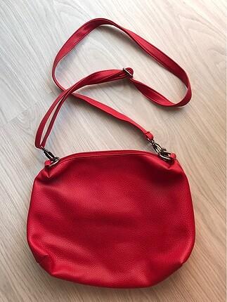 Kan kırmızı deri çanta