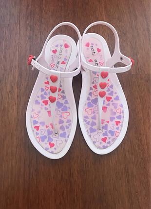 Pembe kapli sandalet