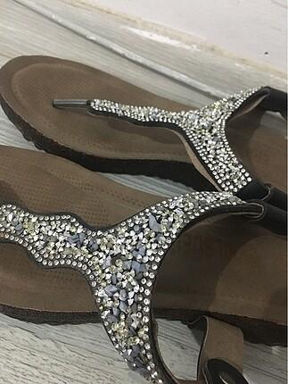 Erbil süel marka gri taşlı sandalet