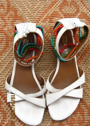 Boncuklu Sandalet