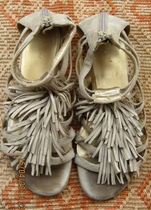 püsküllü sandalet
