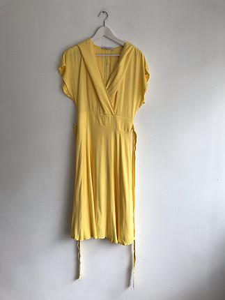 Sarı şapkalı uzun elbise