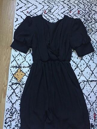Kol detaylı siyah elbise