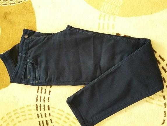 29 Beden lacivert Renk 29/32 beden bi kaç kere giyildi kilo aldığı için olmuyor Erkek