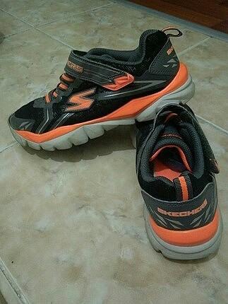 35 numara skechers spor ayakkabı temiz bir sorunu deforme yok .