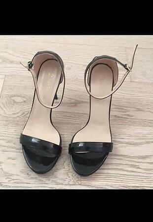 Divarese siyah rugan ince bantlı abiye ayakkabı