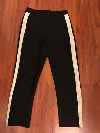 Siyah renk beyaz şerit pantolon