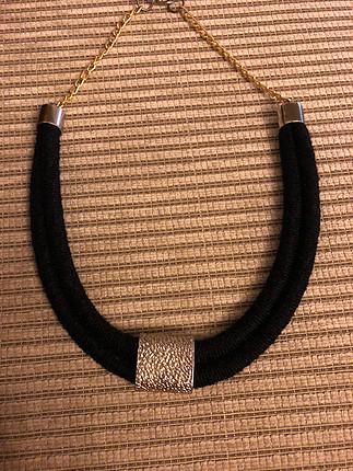 Siyah altın renk kolye