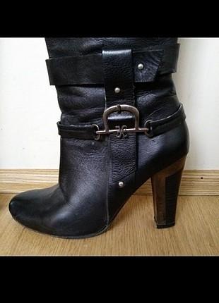 Siyah cizme
