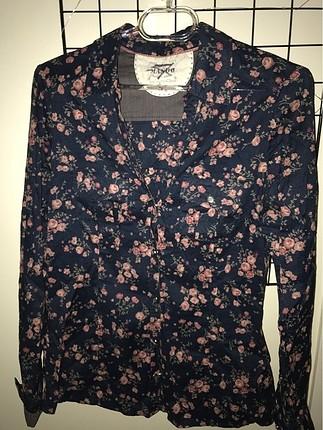 Çiçekli gömlek