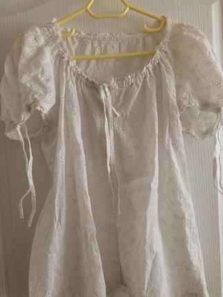 Kendinden desenli beyaz gömlek