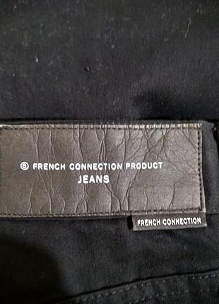 Etiketi üzerinde yeni pantolon
