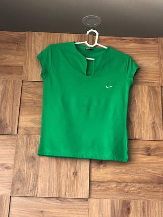 Yeşil spor t-shrt