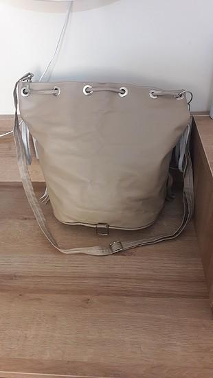 Tozlu püsküllü çanta
