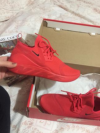 Nike yeni spor ayakkabı kırmızı