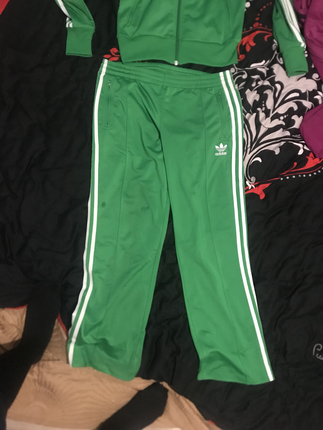 Orjinal yeşil adidas