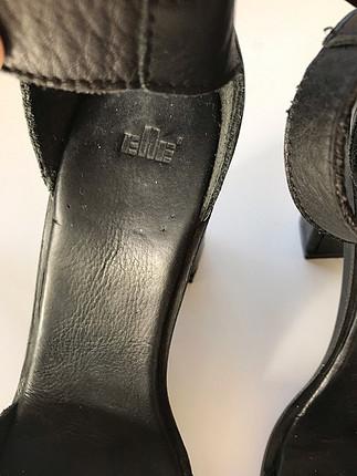 Elle siyah ayakkabi