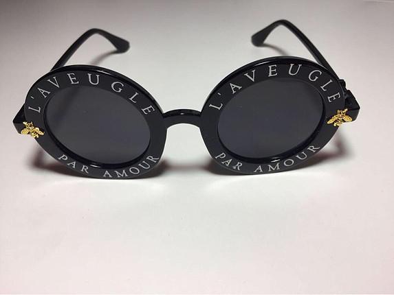 universal Beden Kenarı yazılı güneş gözlüğü