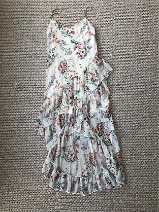 stradivarius fırfırlı yırtmaçlı çiçekli şifon elbise uzunrenkli