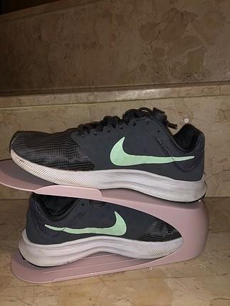 Gri yeşil nike spor ayakkabı