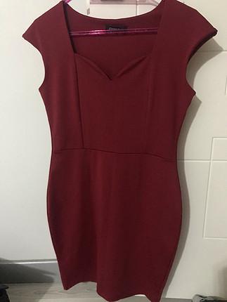 Kırmızı elbise hediye gelmişti bedeni uymadığı için hiç giyilmed