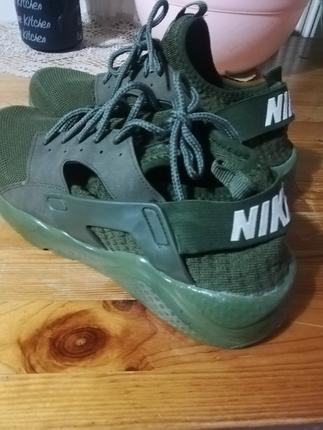 Hiç kullanılmamış 44 numara haki renk Nike ayakkabı