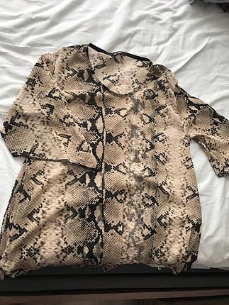 Yılan deri görünümlü bluz