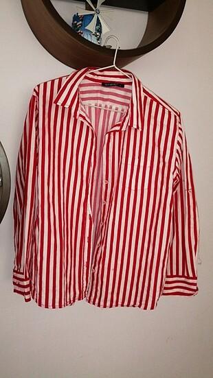 Kırmızı çizgili bayan gömlek