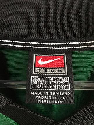 l Beden Nike old school tshirt