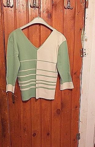 yeşil beyaz v yaka bluz