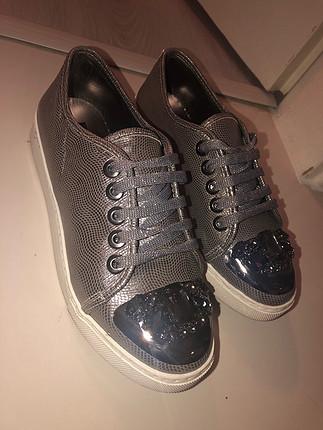 Elle taşlı ayakkabı