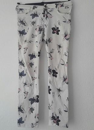 26 Beden Çiçek desenli pantolon
