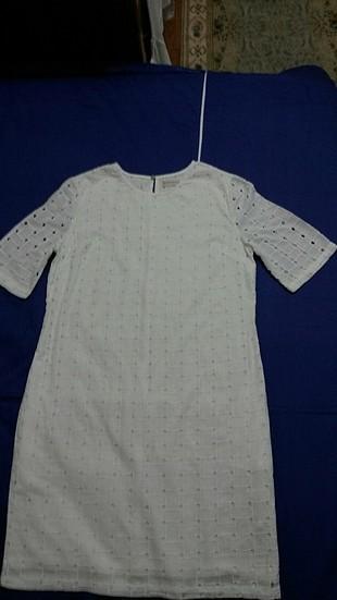 Astarı ve kumaşı 100% pamuklu beyaz düz kesim yazlık elbise