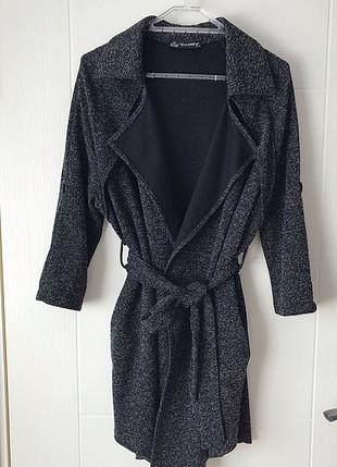 Siyah beyaz cepli dış giysisi