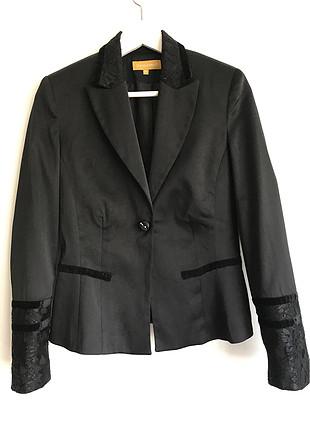 Yaka ve kol detaylı ceket