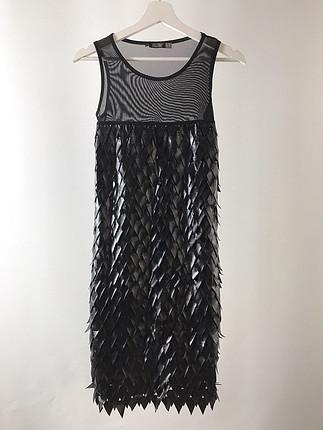 Üstü tül elbise