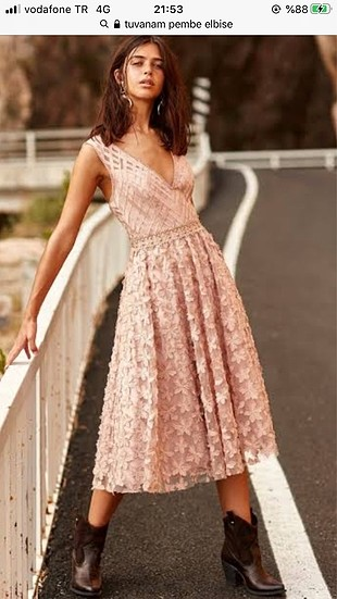Trendyol tuvanam üç boyutlu somon renk midi elbise