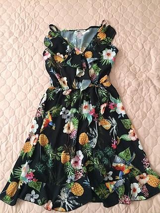 Kısa cıceklı elbise