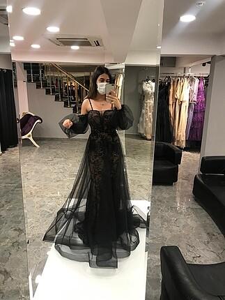 Siyah gece elbisesi